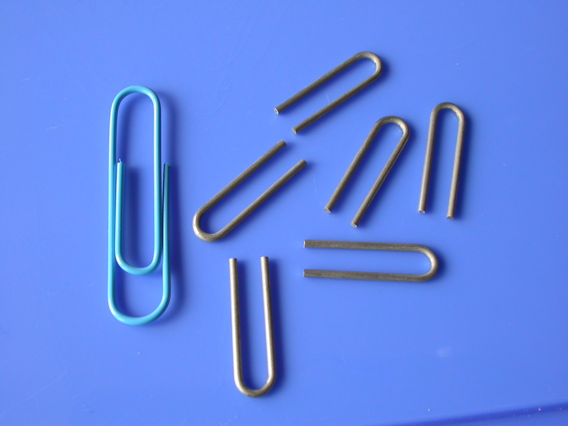 http://www.attica.com/wp-content/uploads/capabilities/tube forming and manipulation/molybdenum-hair-pins.jpg